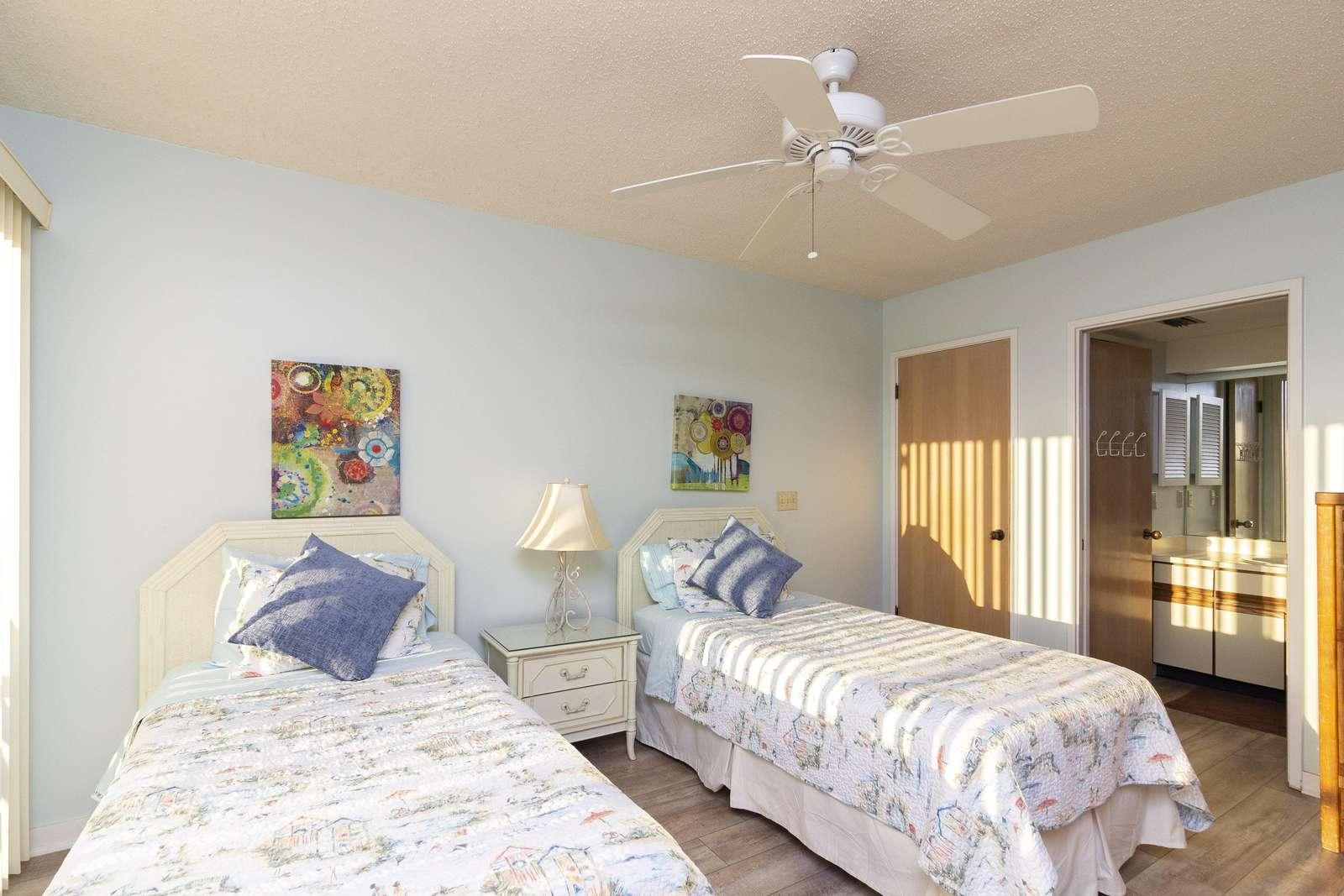 Guest Bedroom - (2) twin beds