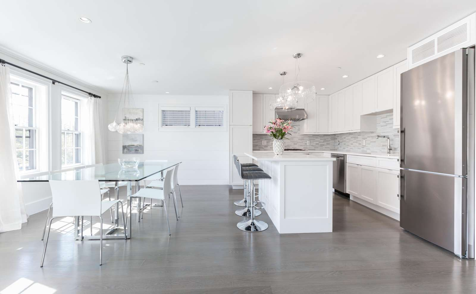 Open kitchen and dining room - perfect for entertaining