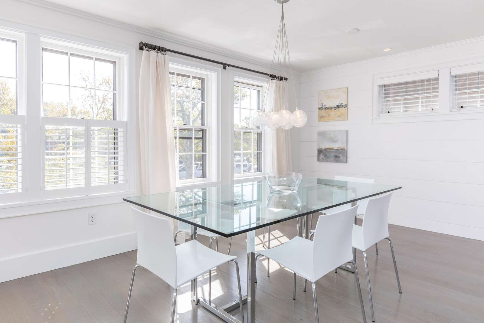 Gorgeous glass dining room table, seats 6