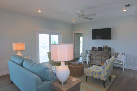 Family room with gulf view and deck access
