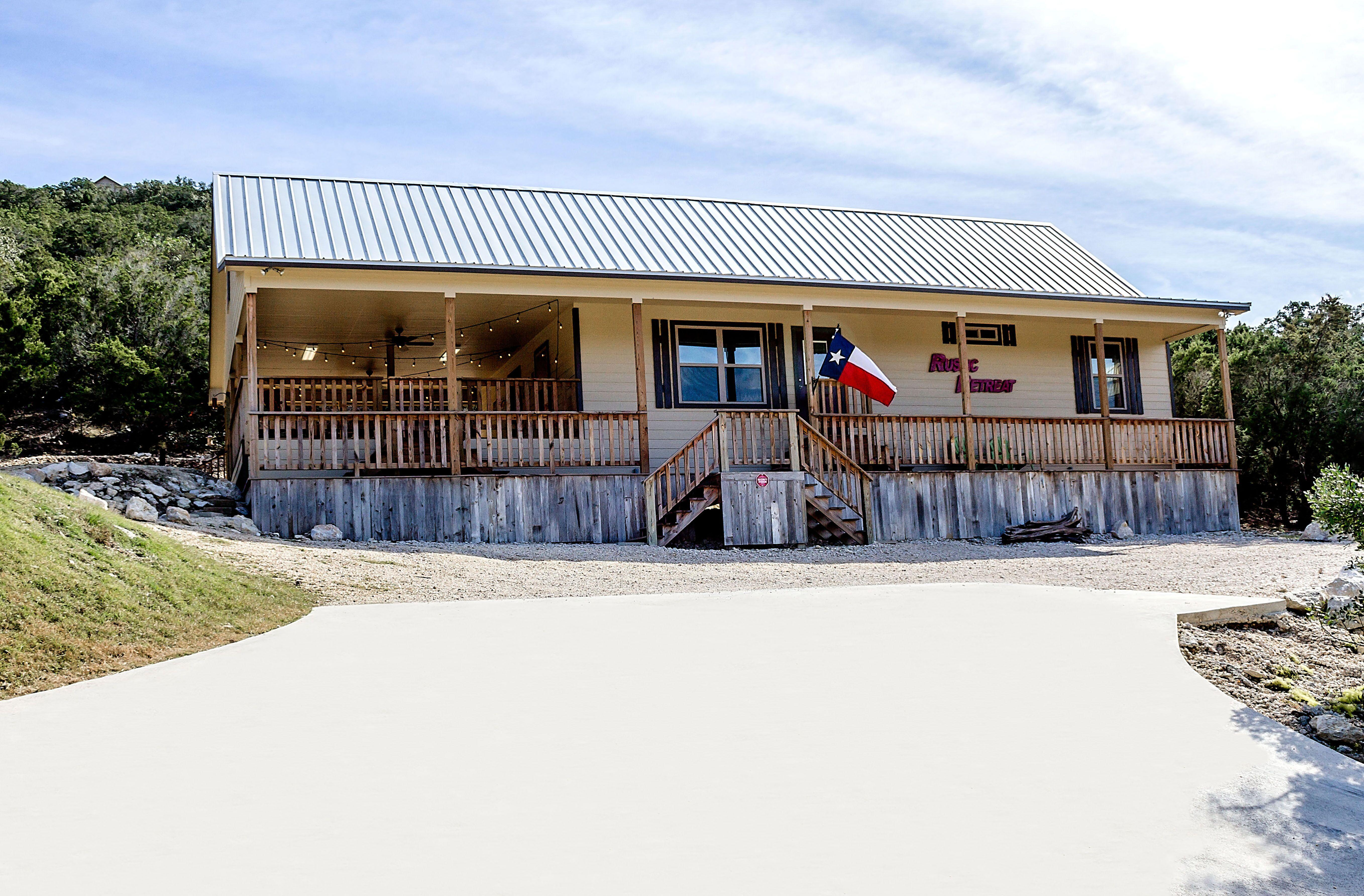 frioman lodging for river vacation property project kickin frio rent back cabins details