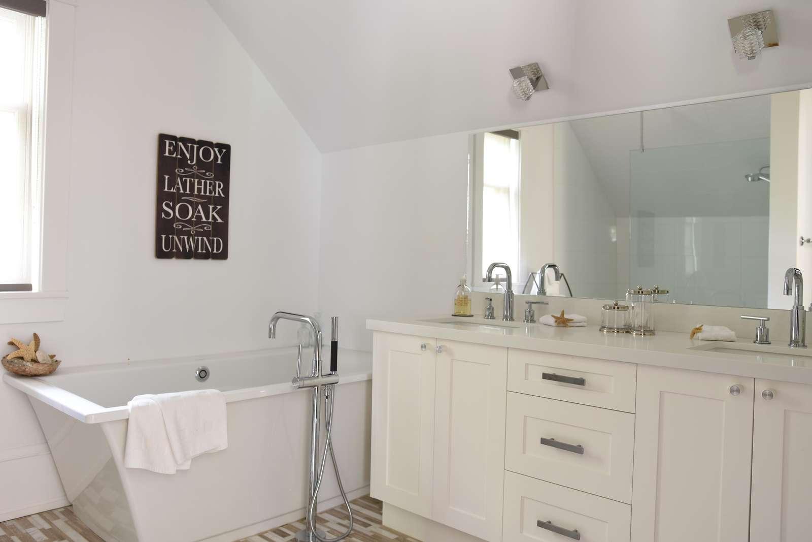 Upper Level Bathroom #3