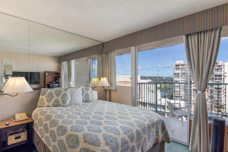 15th Floor Studio Centrally Located in Waikiki