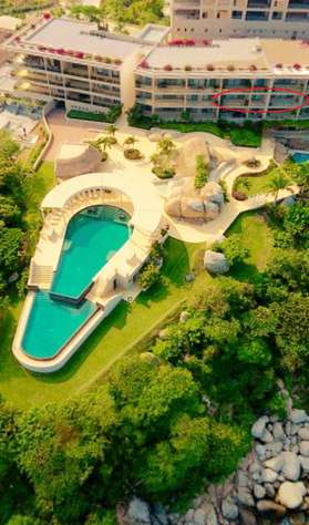 Excellent front row location, great views, steps to two pools, restaurant and beach