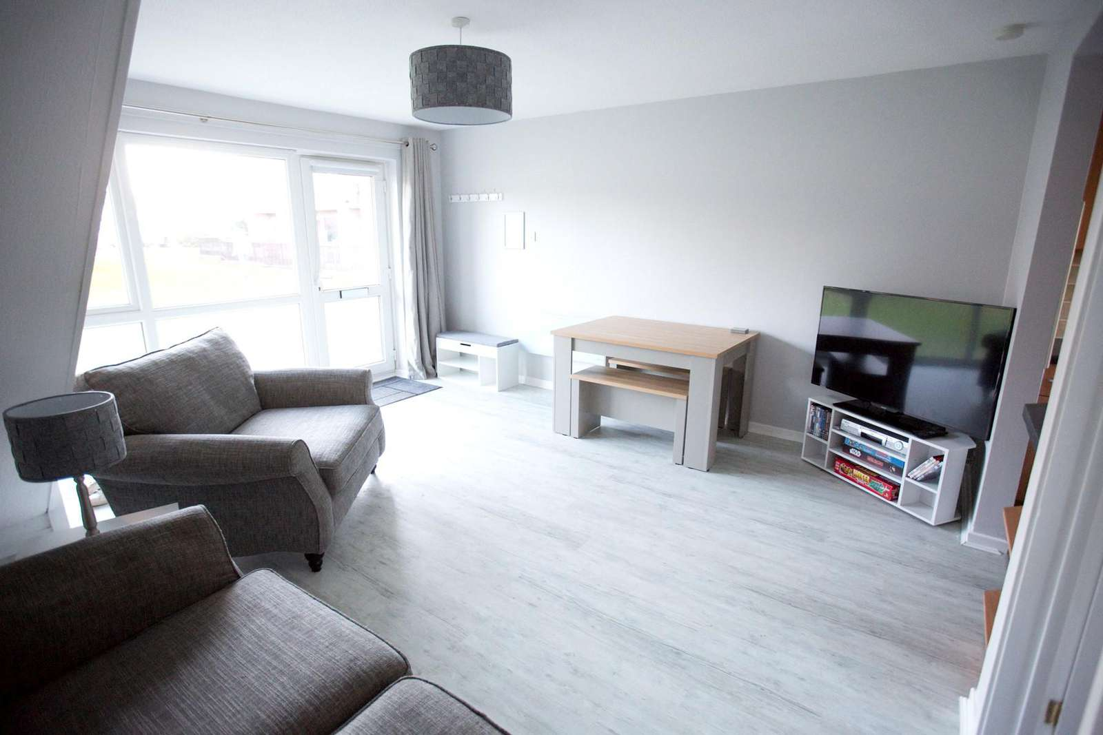 Modern living area with a TV, ideal for families!