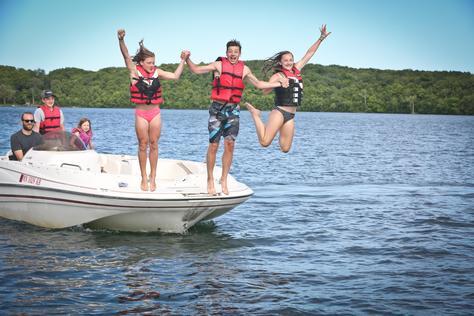 Ski Boat - 21' Glastron Deck Boat