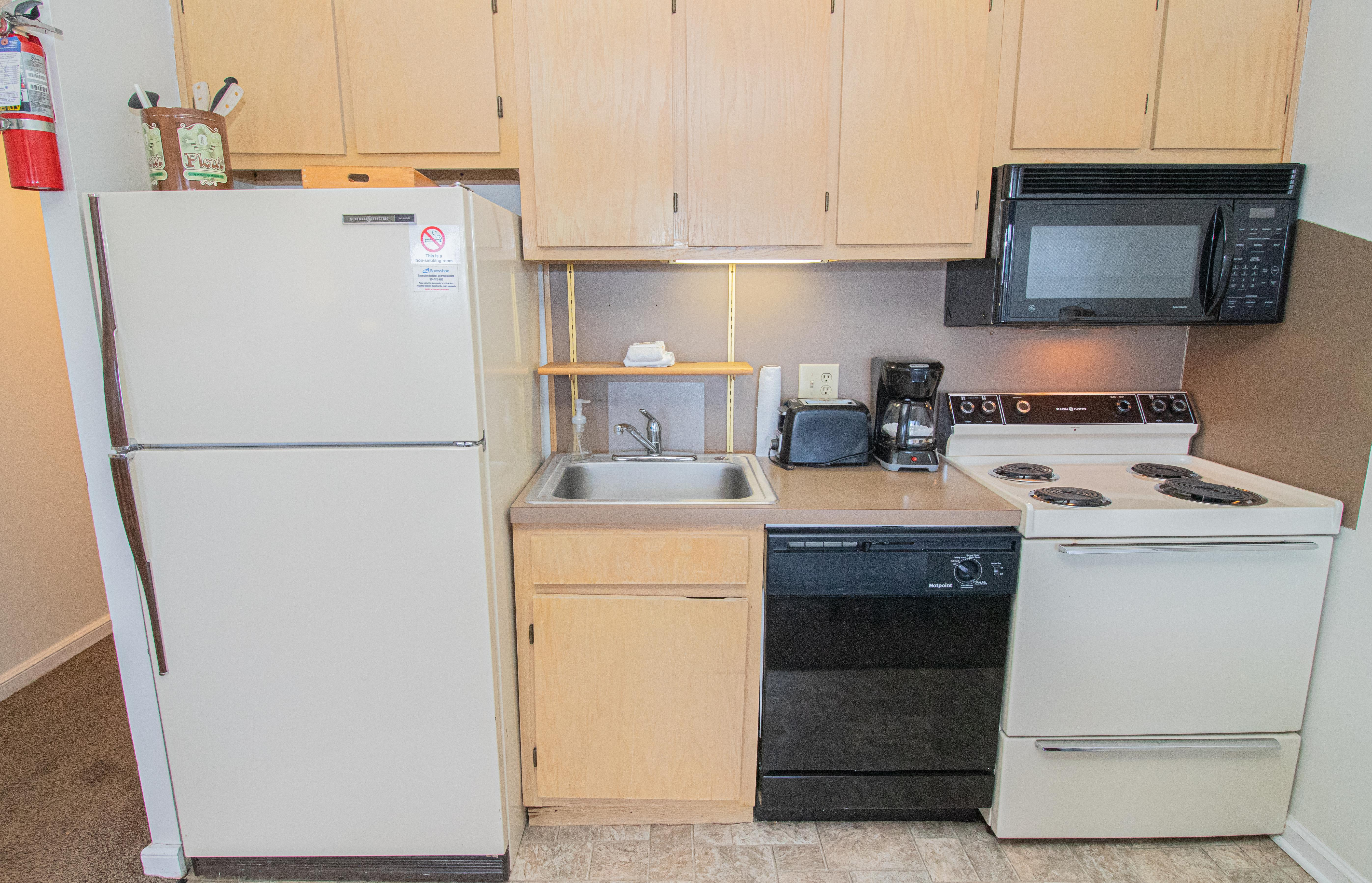 Fully-equipped kitchen with stove, dishwasher, refrigerator, etc.