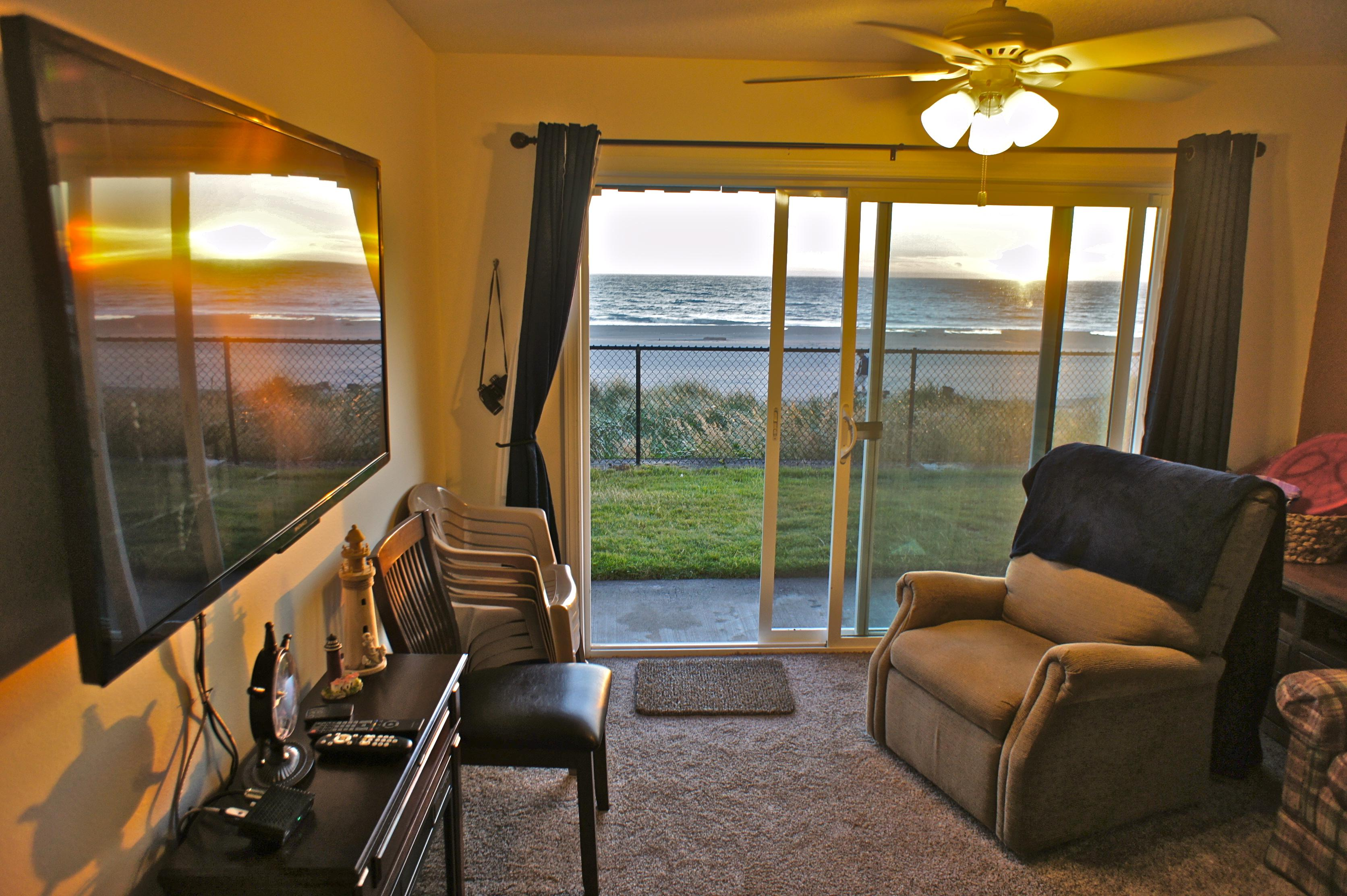 vacation cottage average oregon lincoln city ocean house overview beach review rose booking rentals