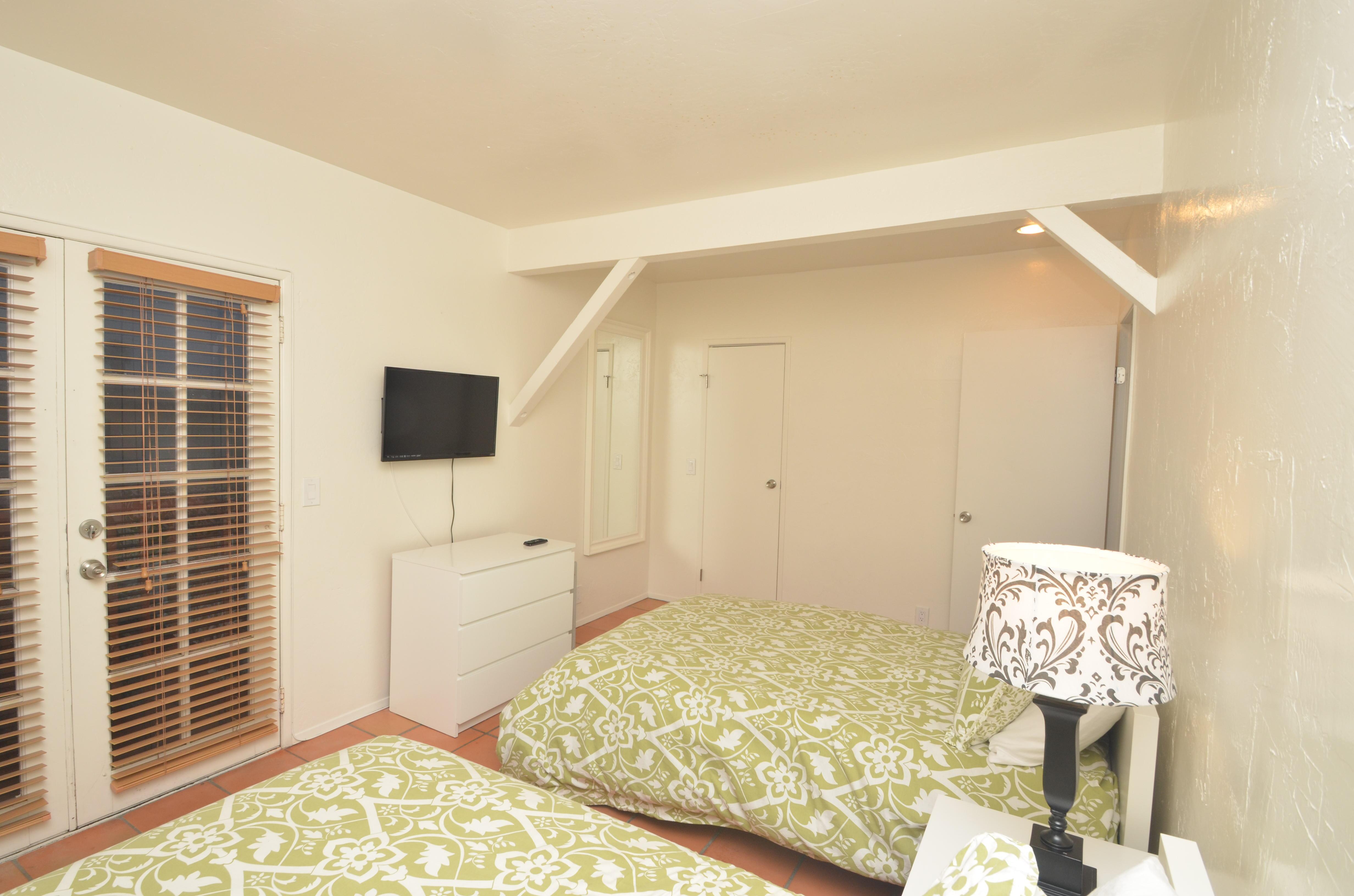Front Bedroom upstairs (2)