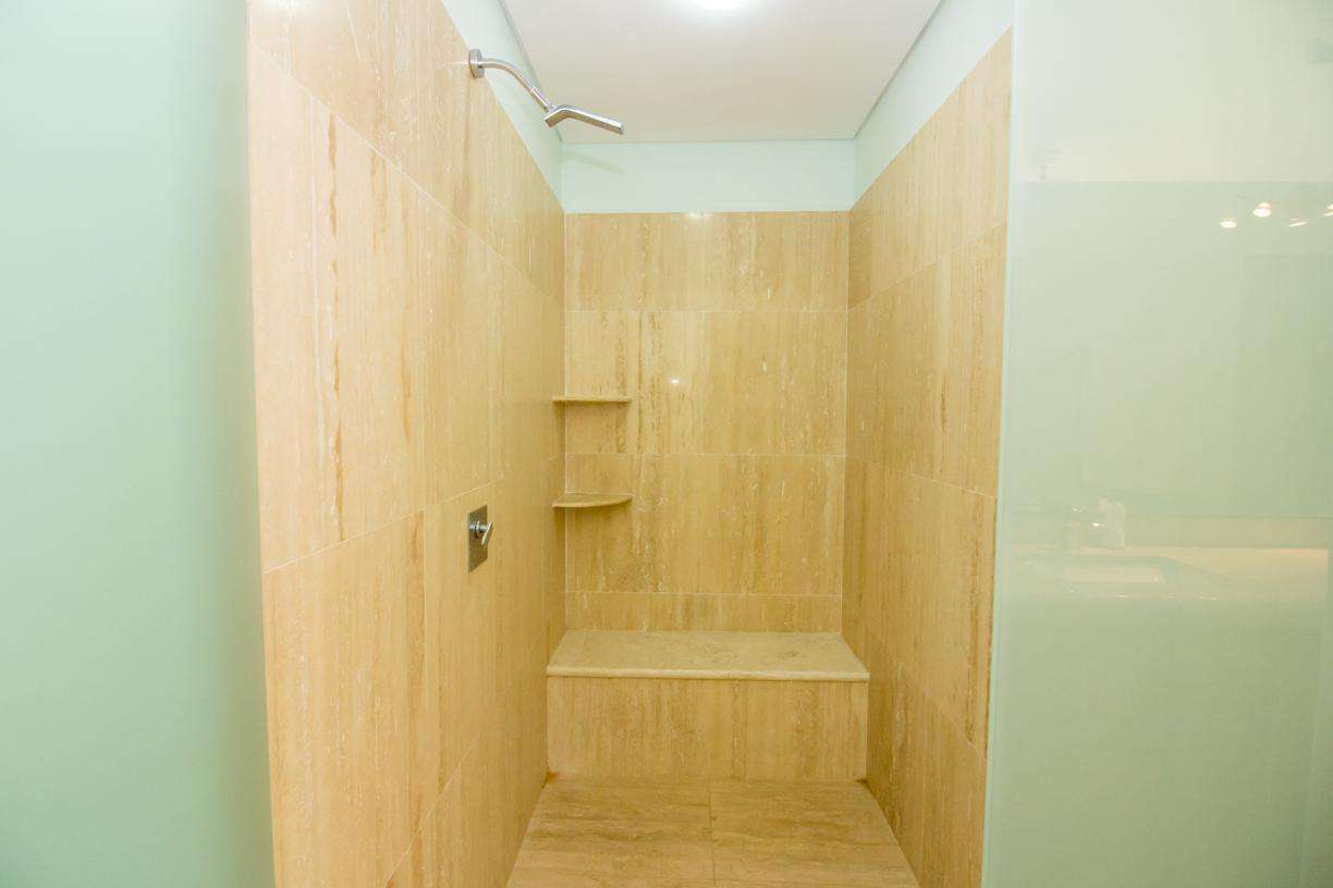 Spacious shower with bench
