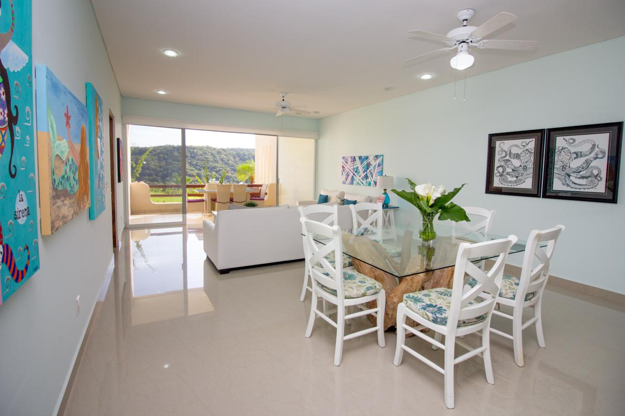 Brightly decorated and fully furnished