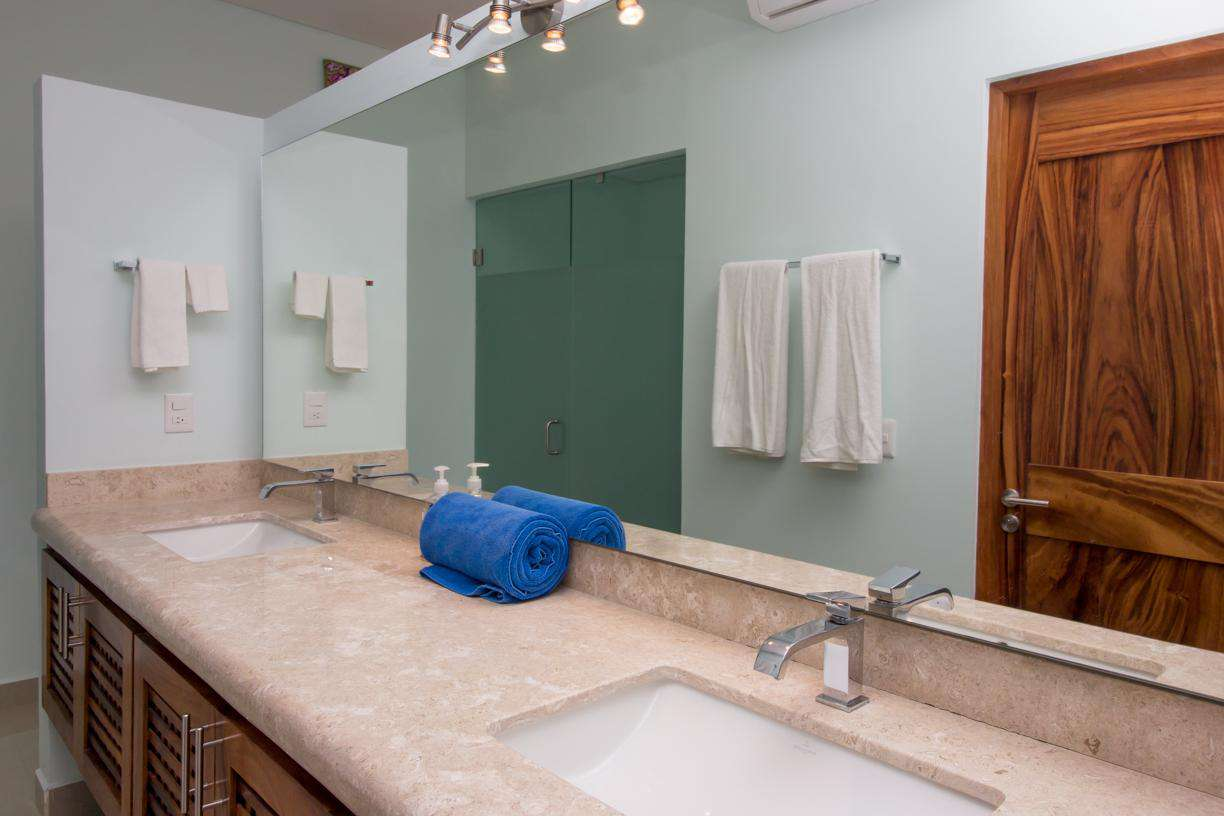 Double sinks in the master ensuite