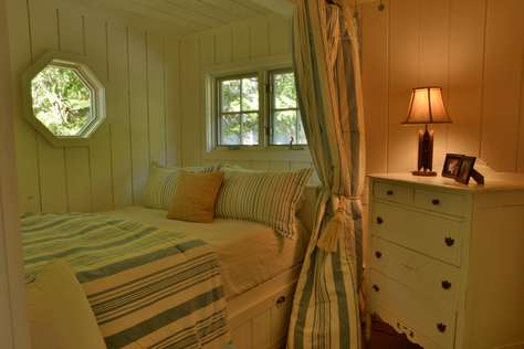 Boathouse Queen Bed