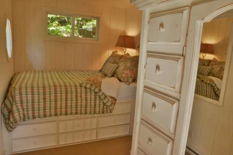 Guest Cottage Queen Bed