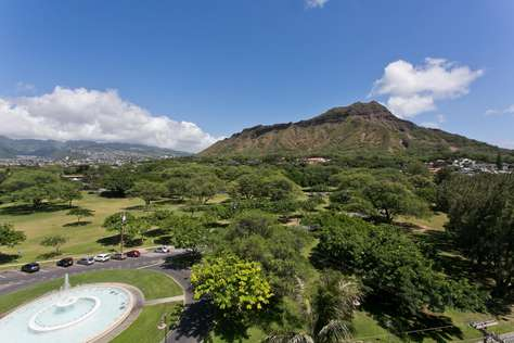 Memorial Fountain and Diamond Head Crater