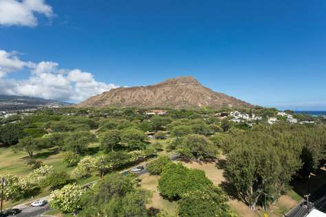 Diamond Head crater view from living room
