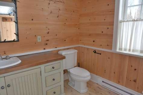 Boathouse Main Floor Bath