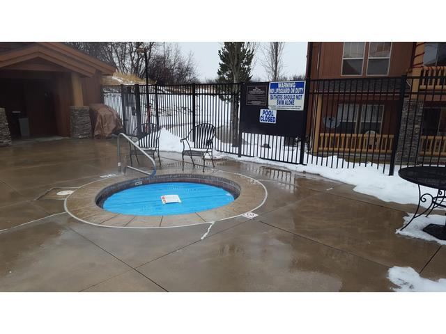 Common hot tub at clubhouse