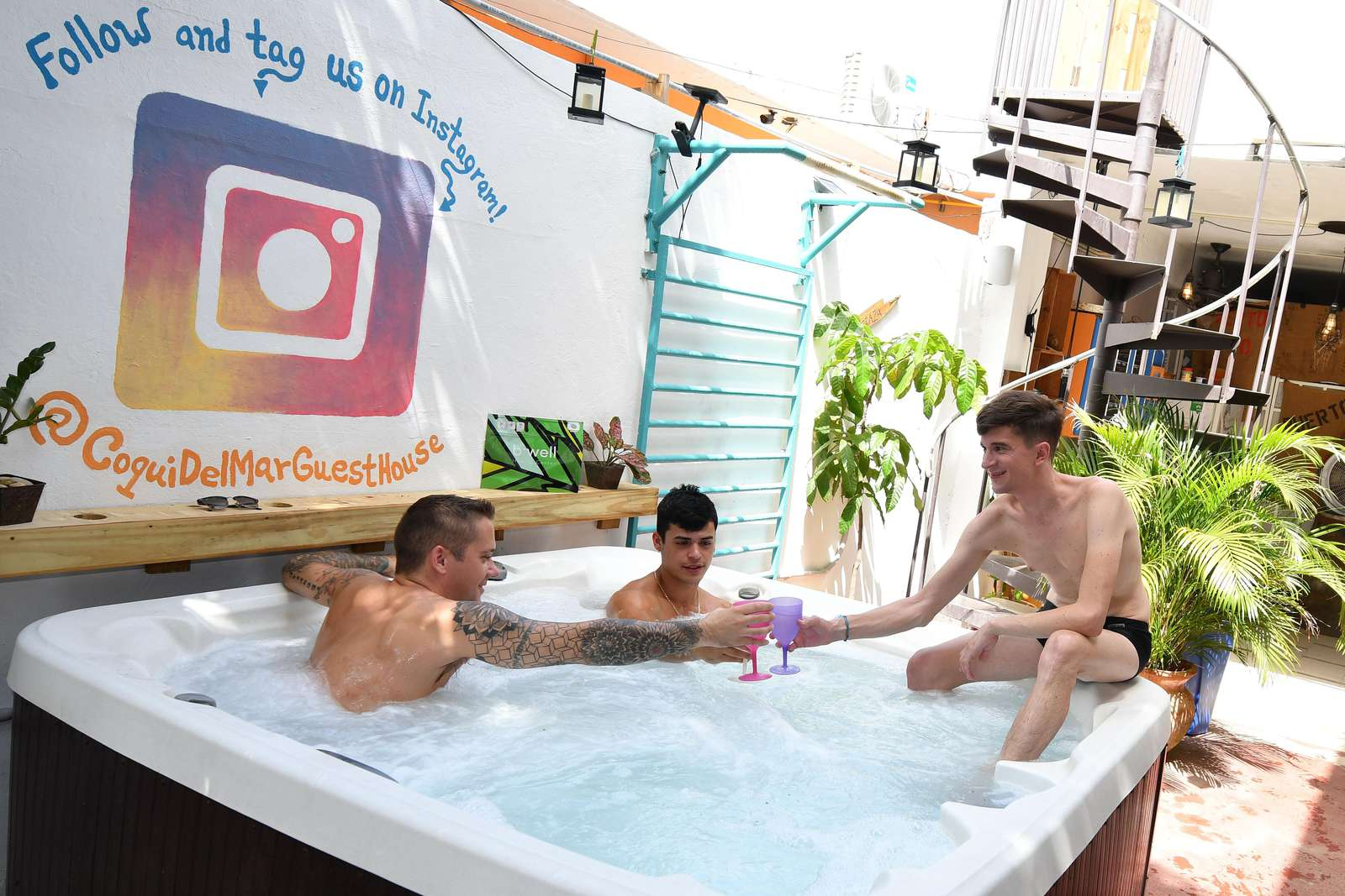 Meet new friends in the jacuzzi