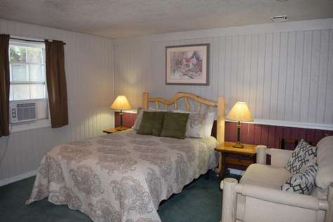 01 - Walton Room - Queen Room with Private Bathroom - NB