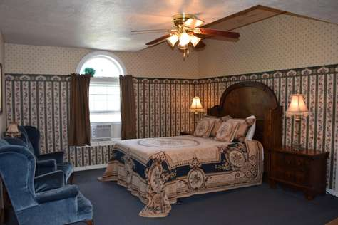 05 - Adams Room - Queen Suite with Private Bathroom - NB