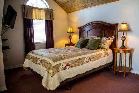 06 - The Keller Room - Queen Suite with Private Bathroom - NB
