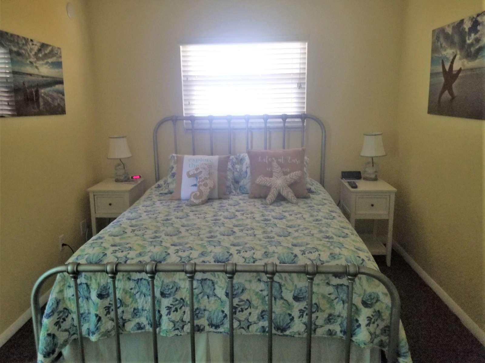 Guest bedroom (queen) w/ TV