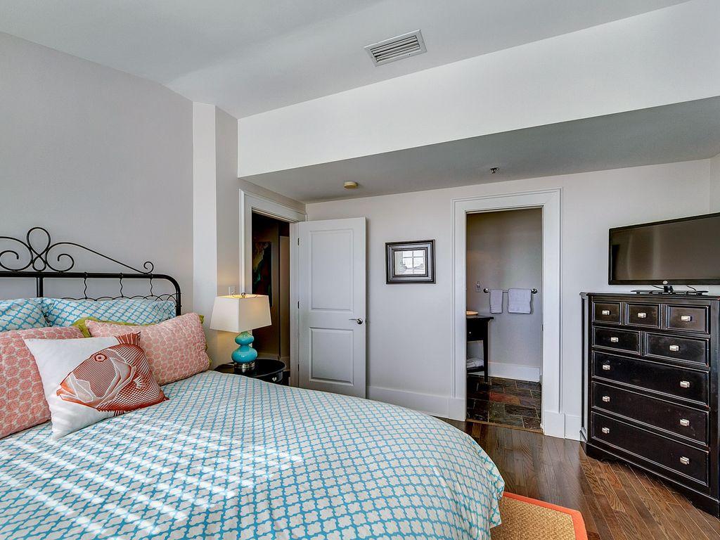Queen Bedroom w/ensuite
