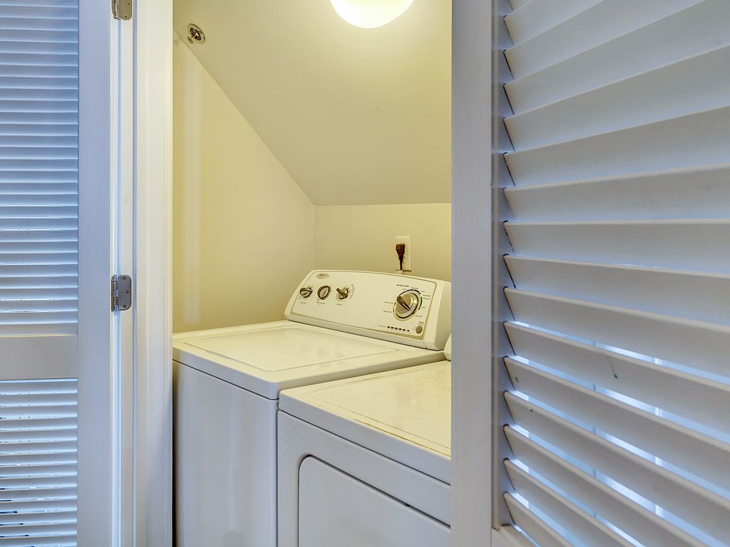 Washer/Dryer Area