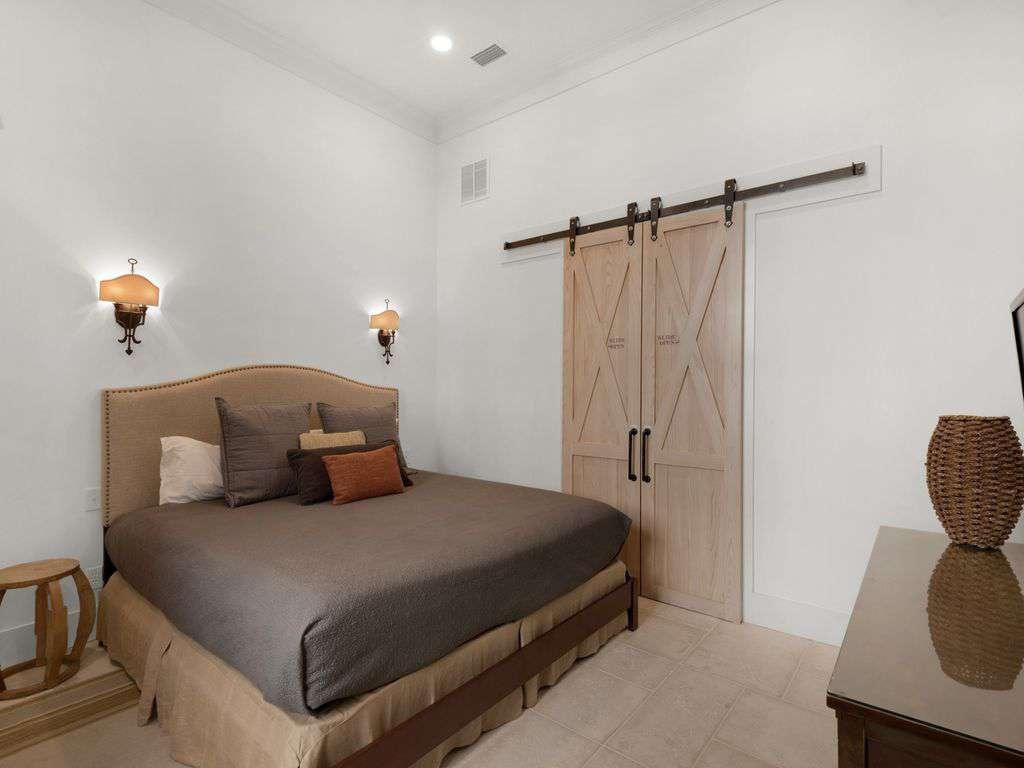 Second master suite note barn door closet.
