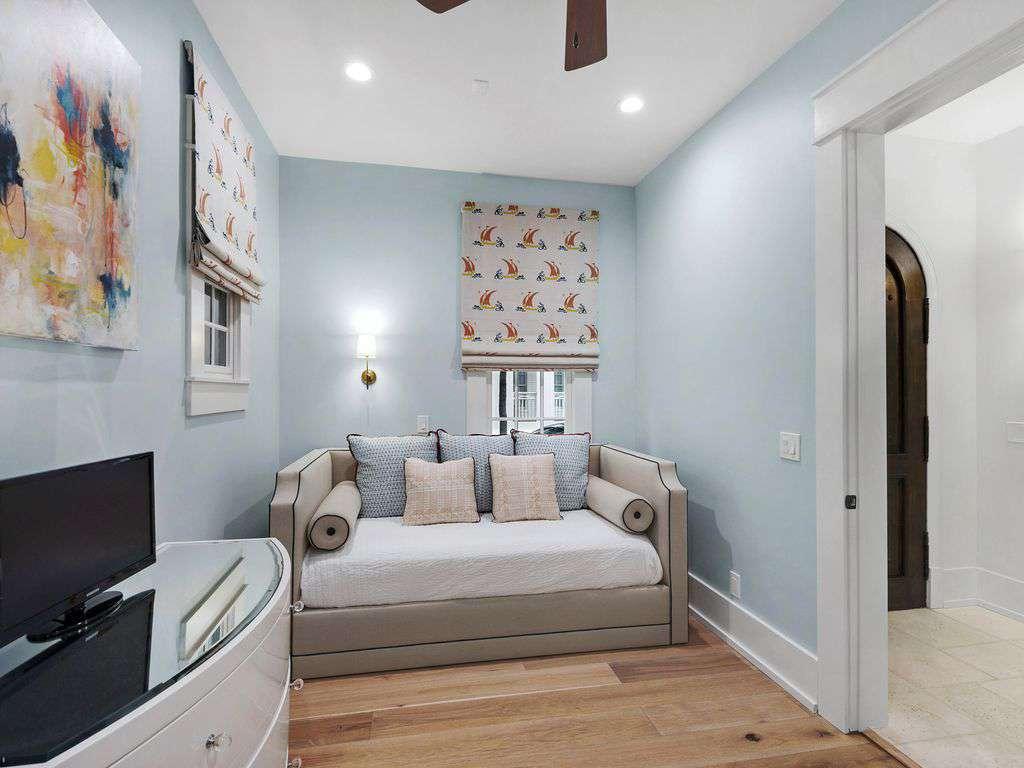 Seating Area Queen Bedroom
