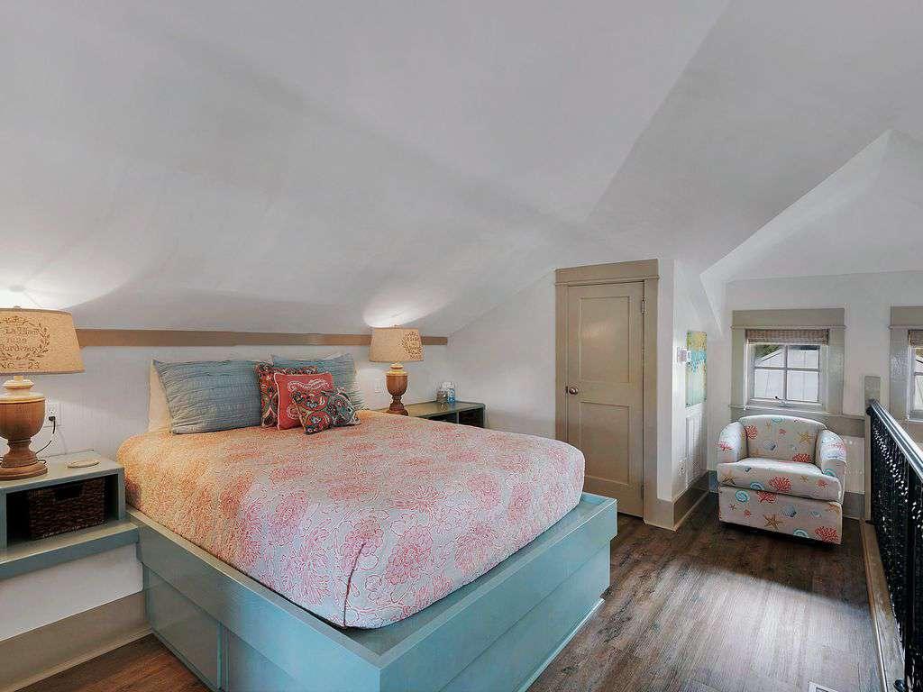Second floor sleeping area w/queen bed