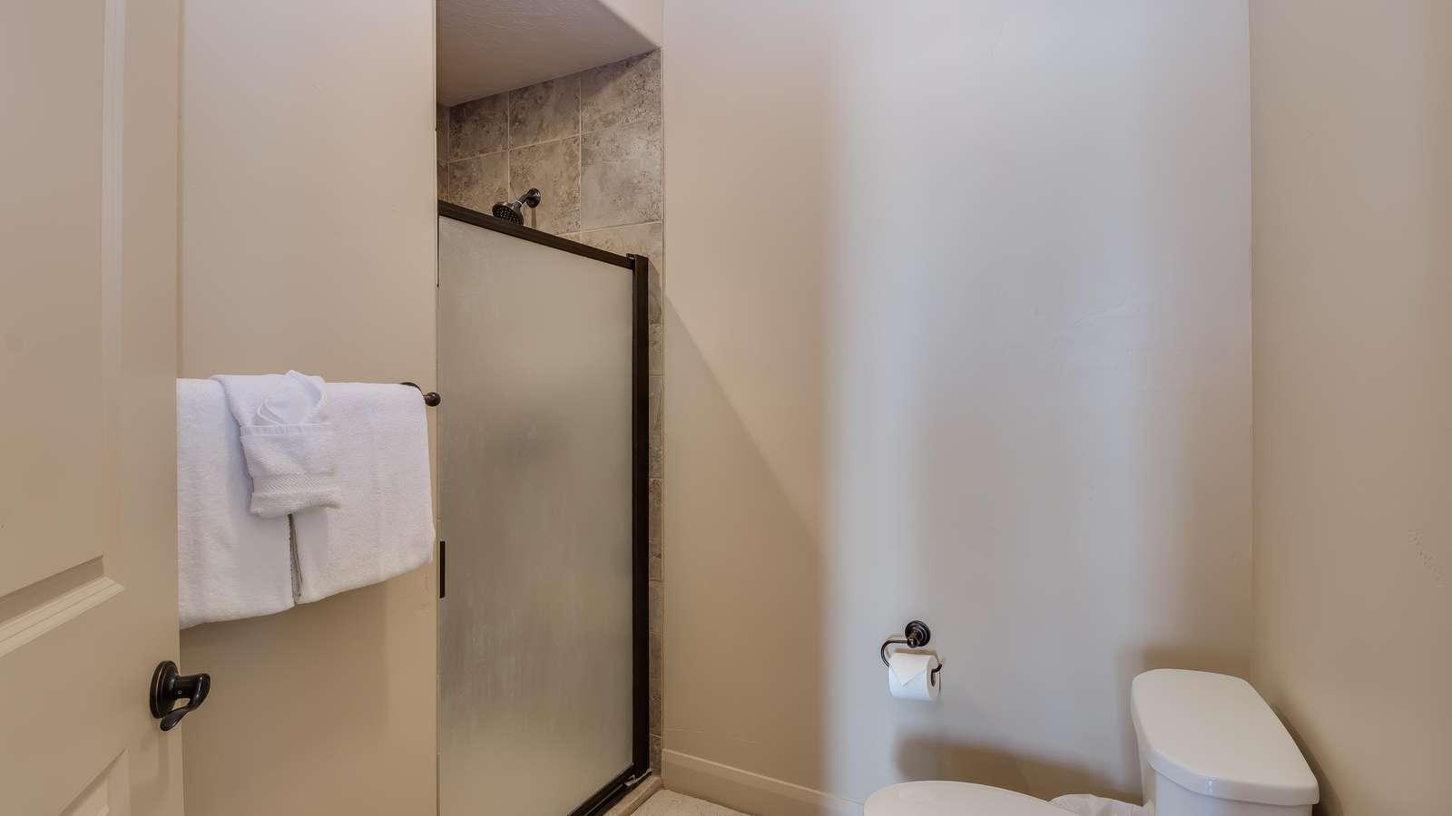 Master En Suite, Walk-In Shower