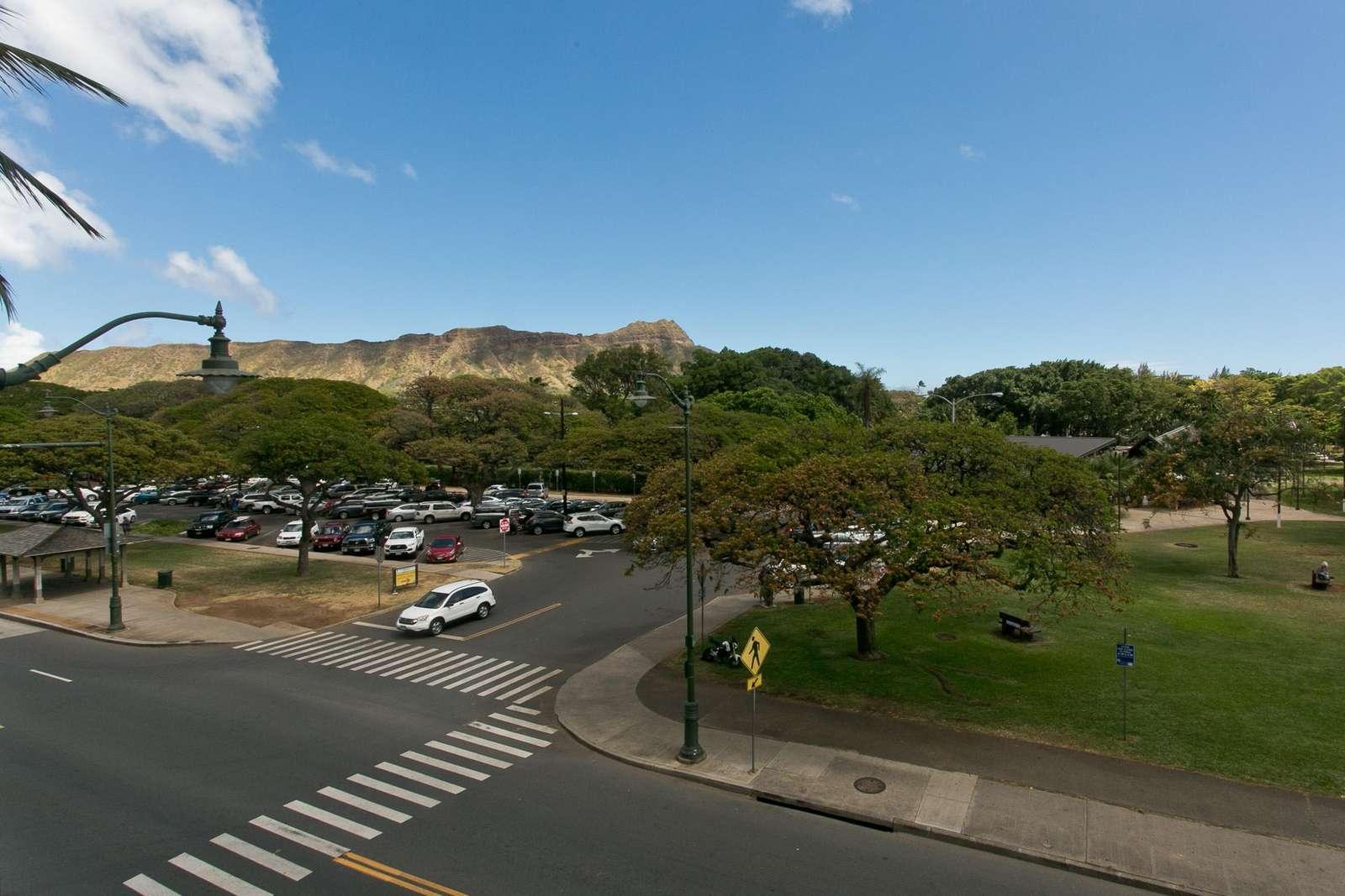 Diamond Head & Zoo parking area