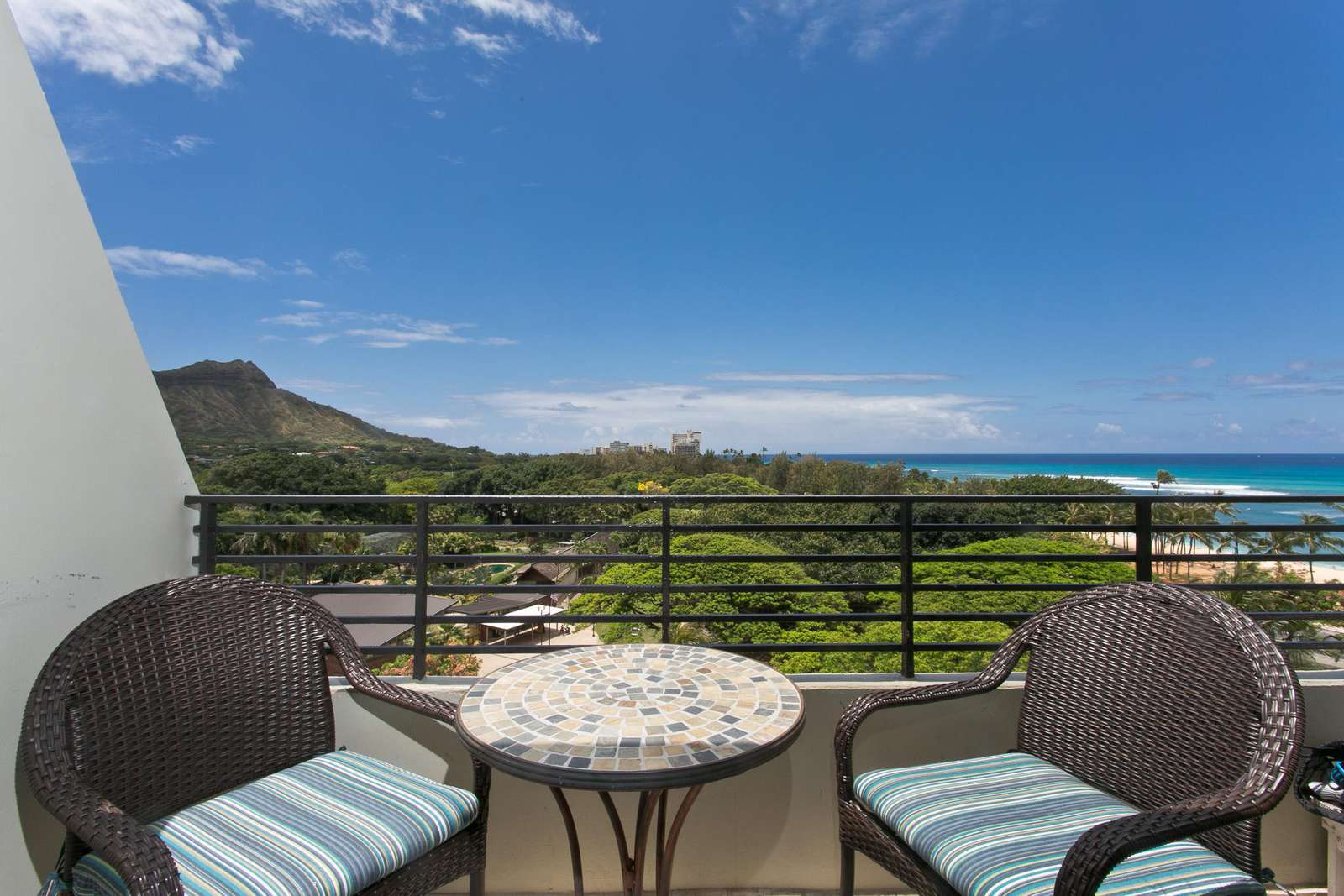 Your private lanai overlooking the ocean & Diamond Head