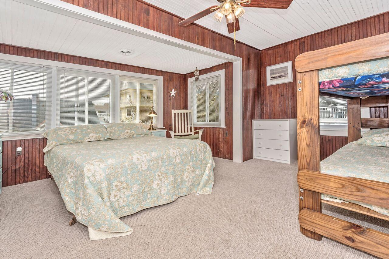5th bedroom with Queen and Twin bunk beds
