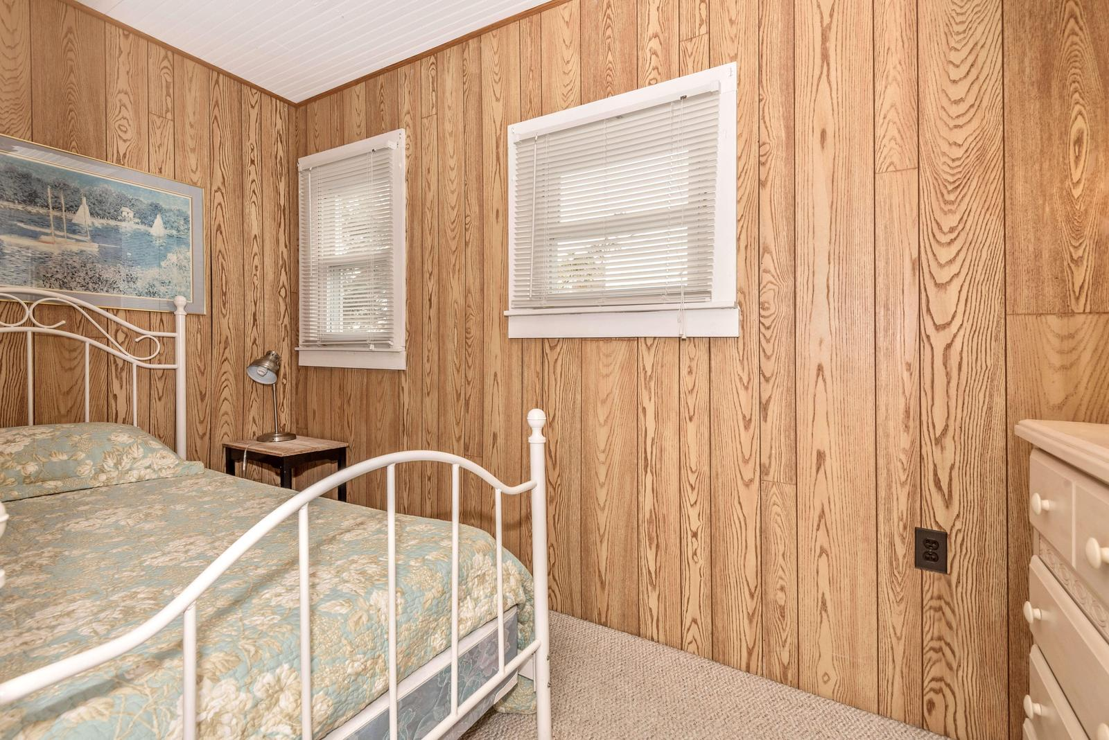 Upstairs 3rd bedroom with Twin