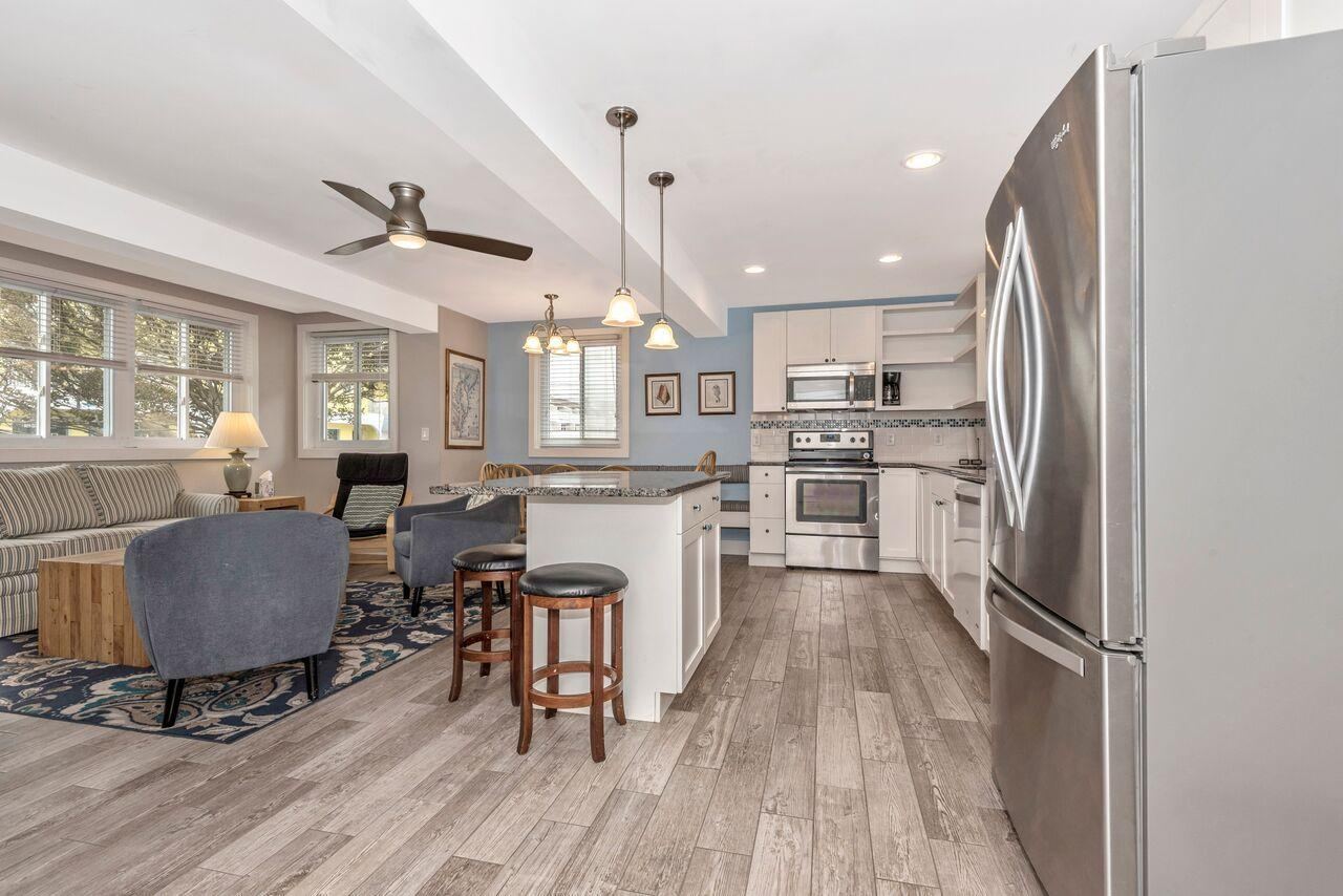 Spacious, bright, and open First level