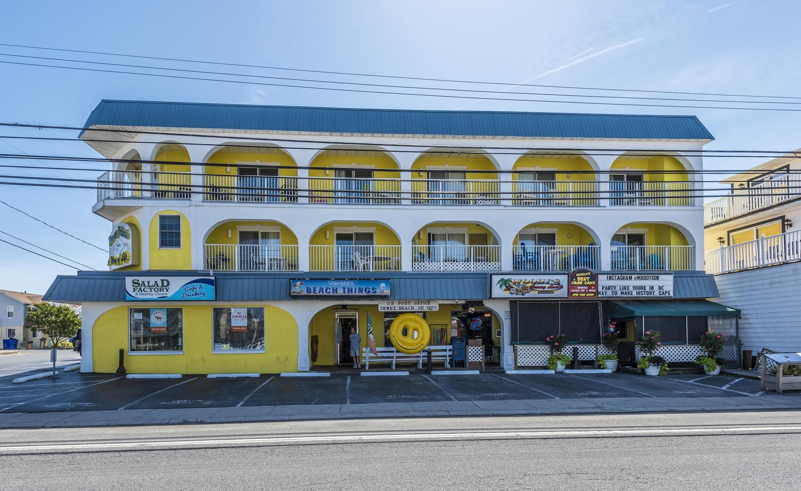 Front side of Surfrider Condominiums, Unit F is located on the left corner