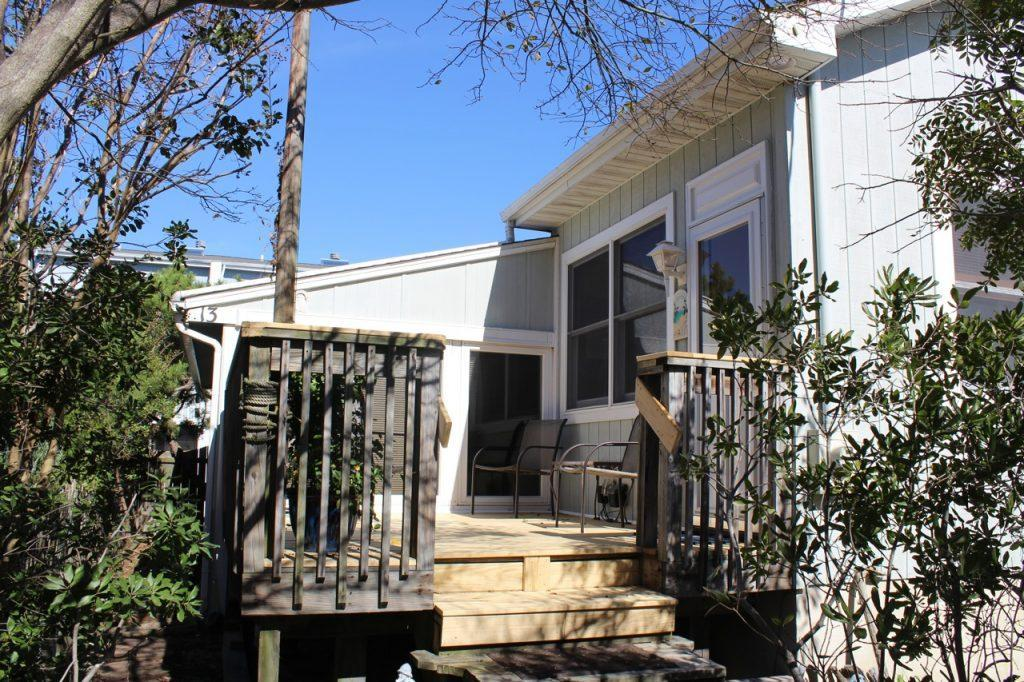 13b Collins is set back off the street for privacy and comfort