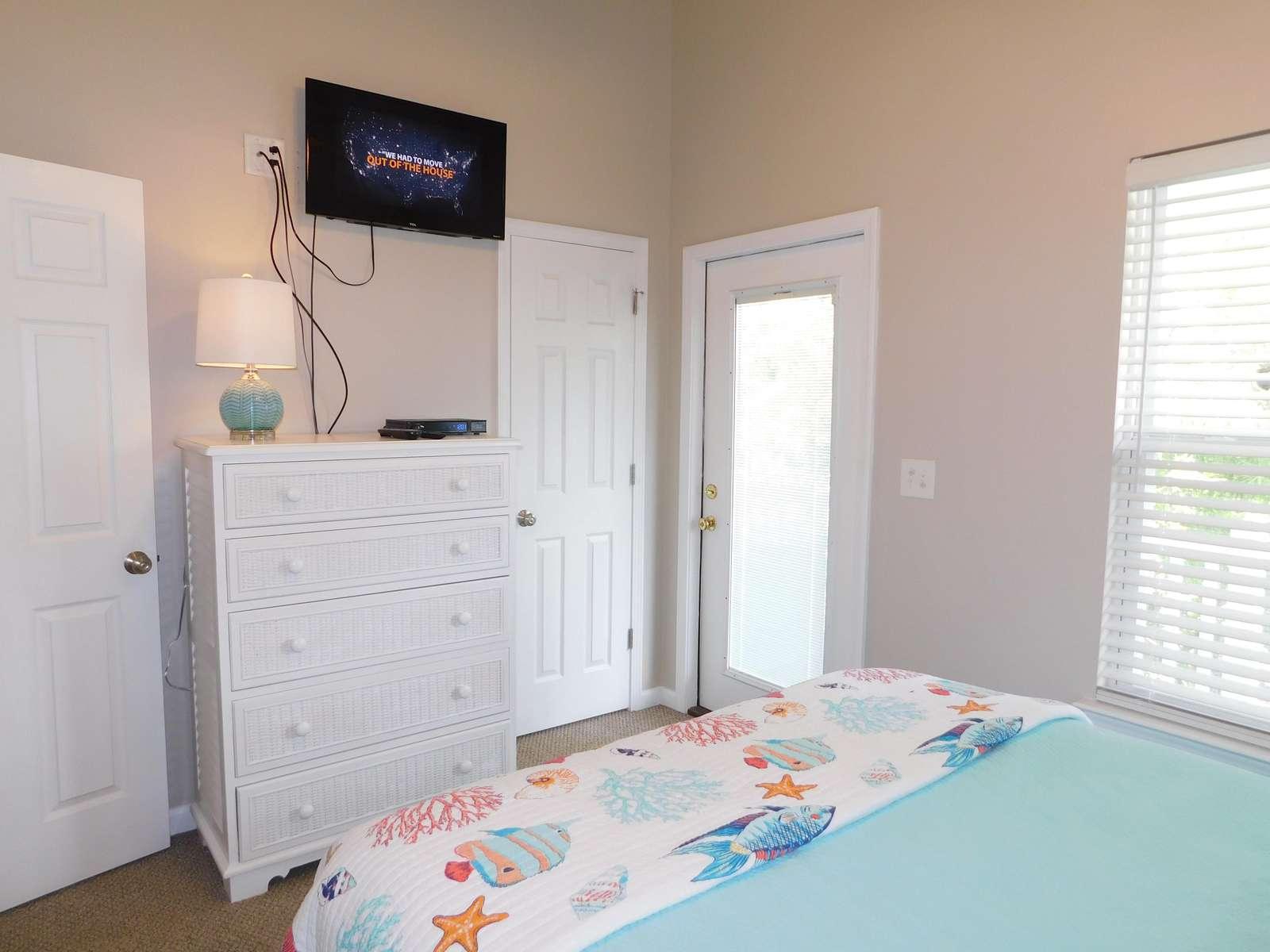 Queen Bedroom with upper deck access. Flat Screen