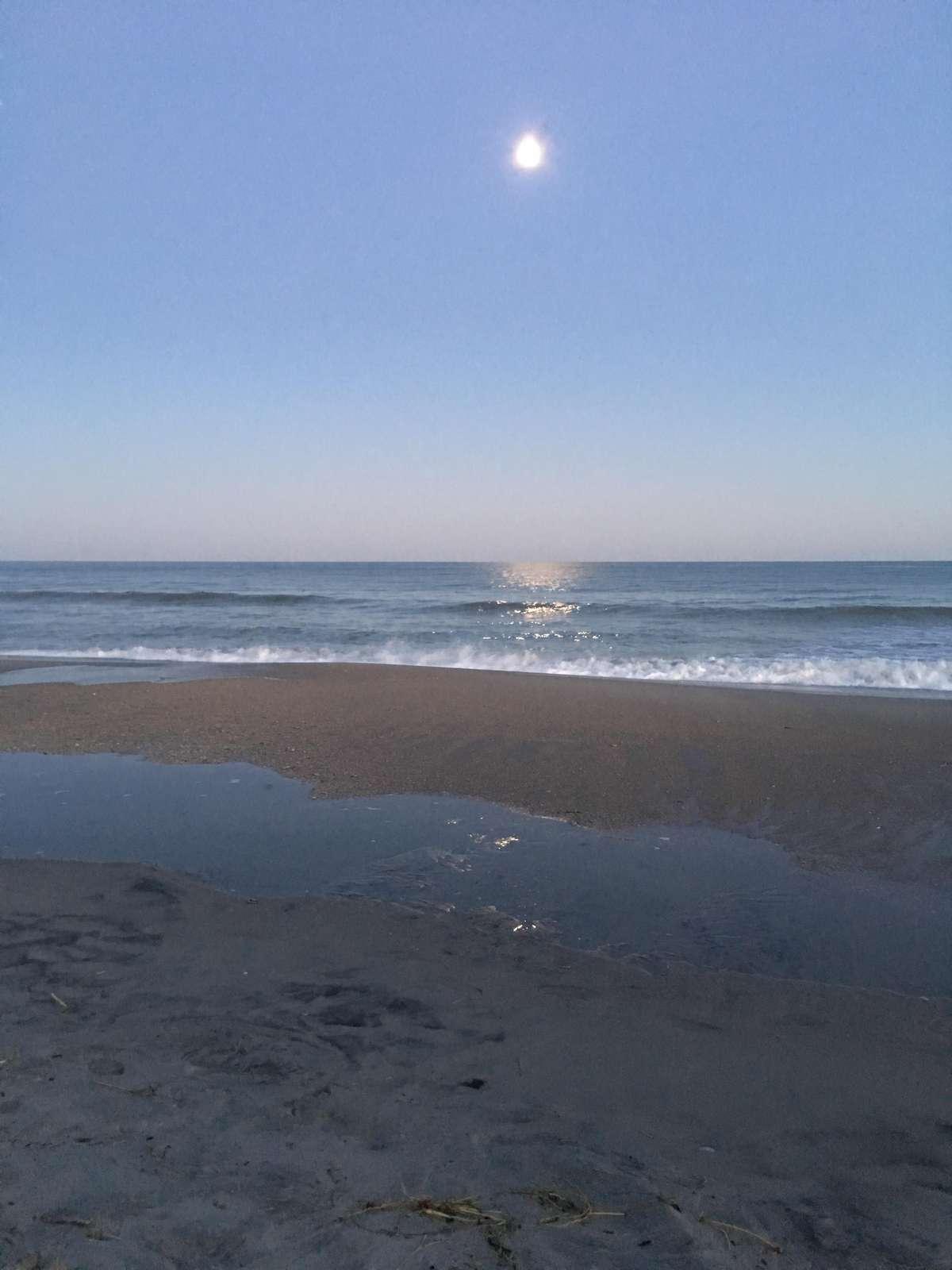 Beautiful ocean shoot of the moon
