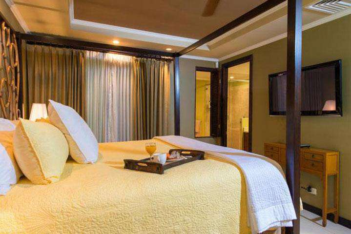 Master suite, king bed, full bath