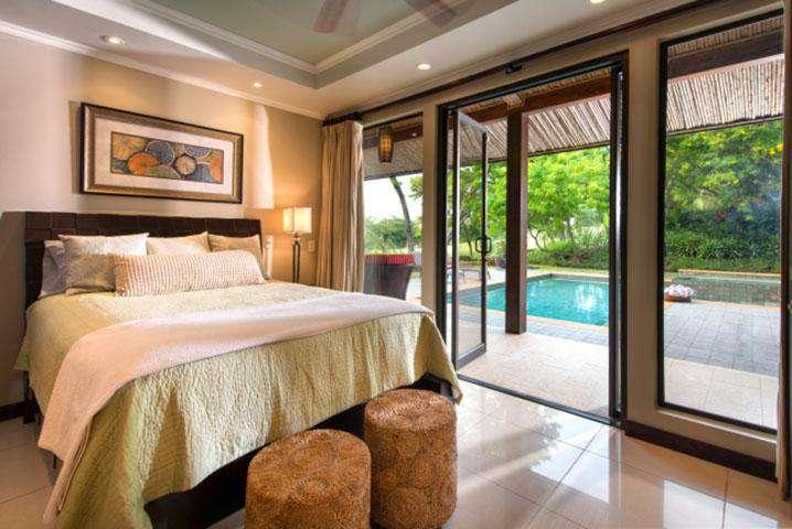 Bedroom suite, queen bed, full bath