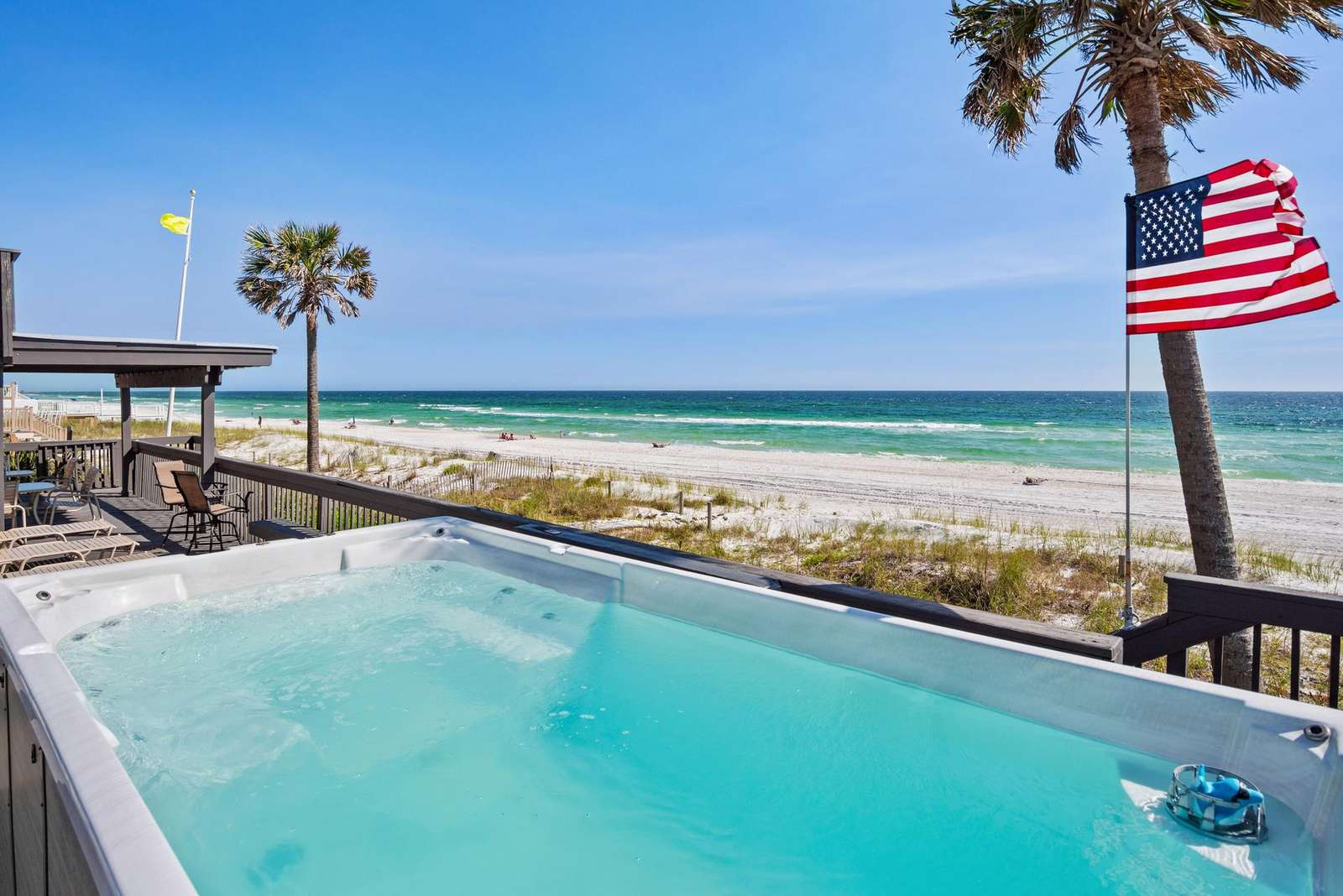 Golden Beach House - Beachfront SwimSpa & 67 Foot Party Deck!