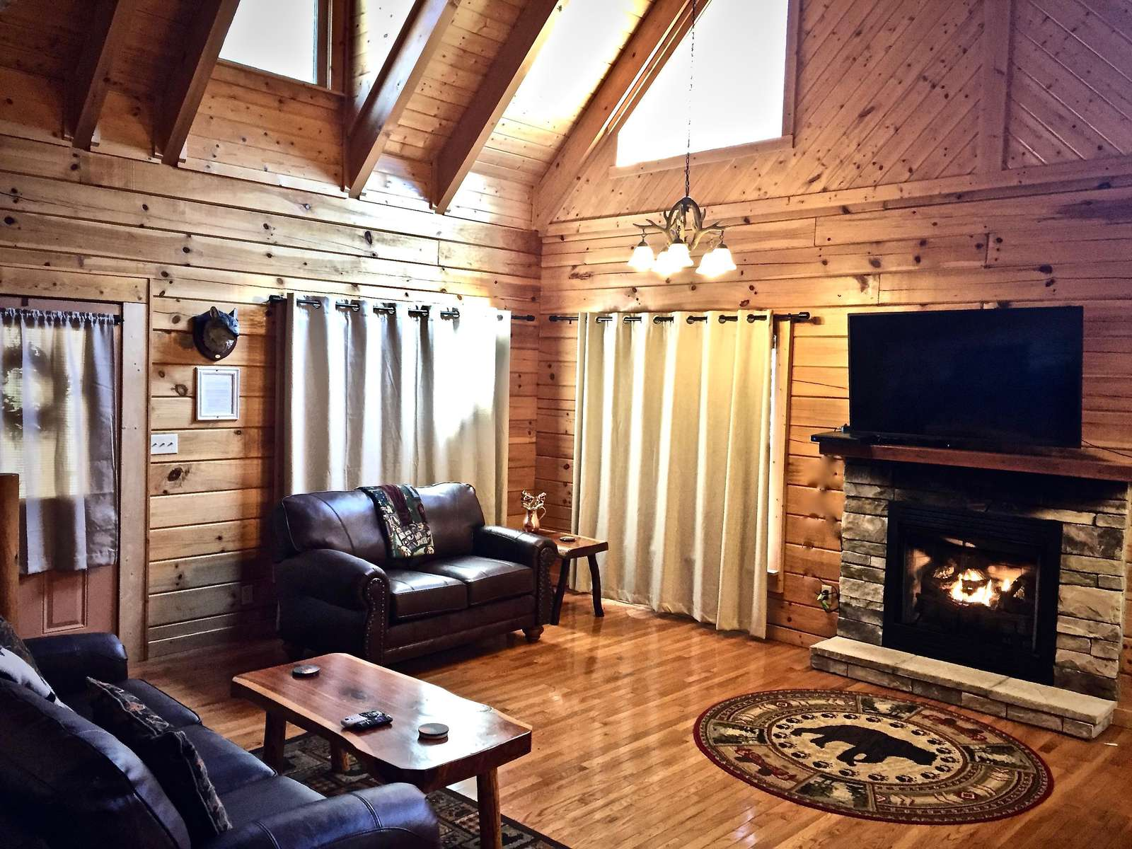 """Cozy Fireplace and Large Flat Screen """"Smart"""" HDTV"""