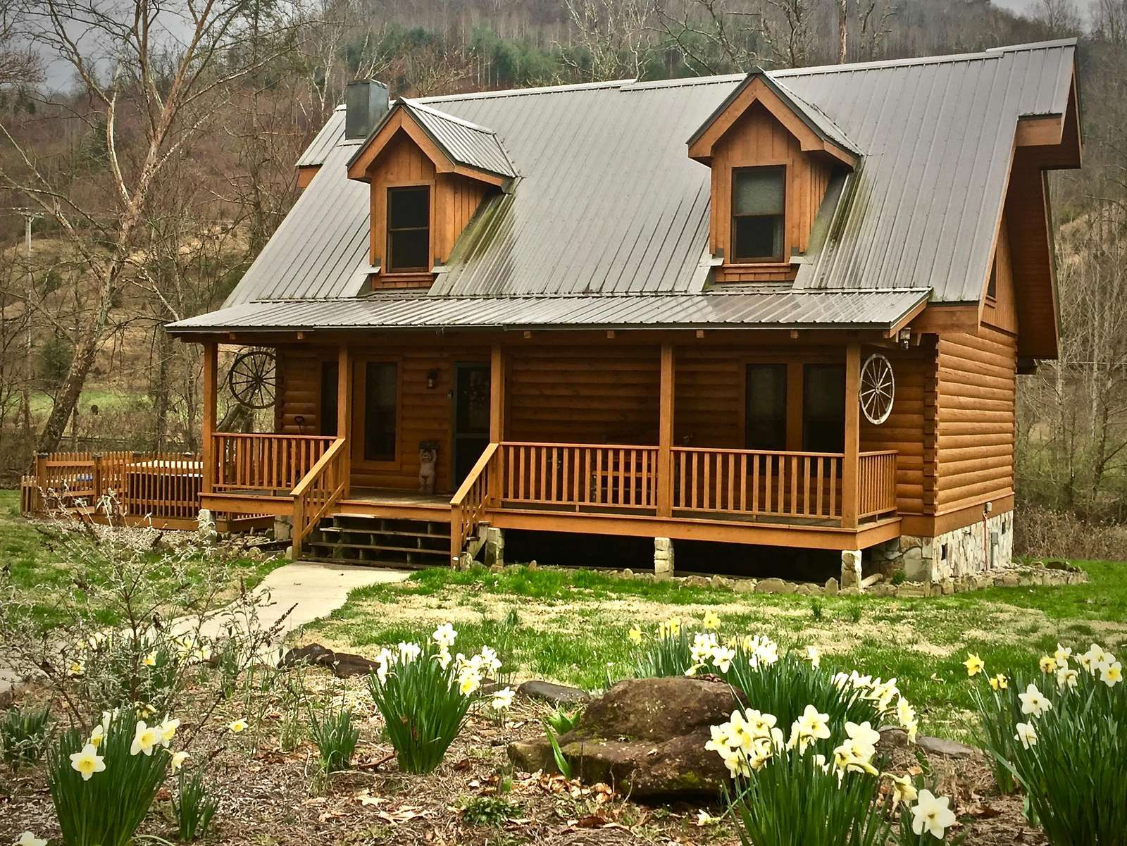 View of the cabin as you arrive