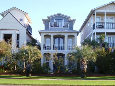Perfectly located between Alys and Rosemary Beach making it easy to enjoy everything the area has to offer!