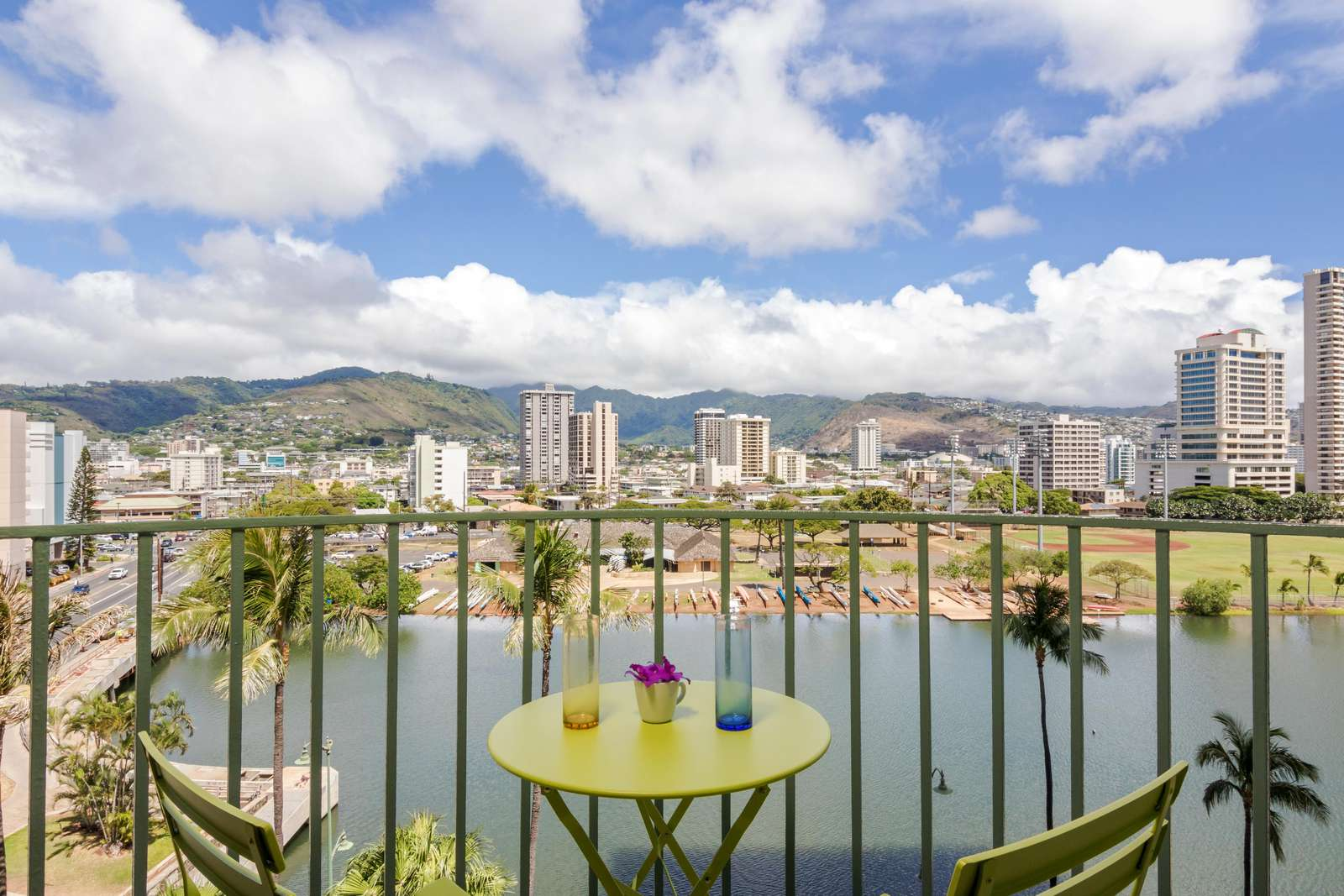 2 bdrm with gorgeous canal view in Waikiki!!