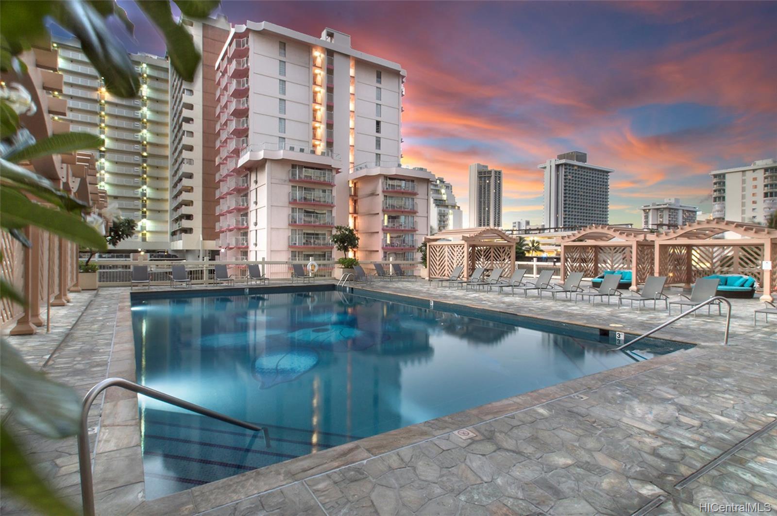 6th Floor Pool & Sundeck